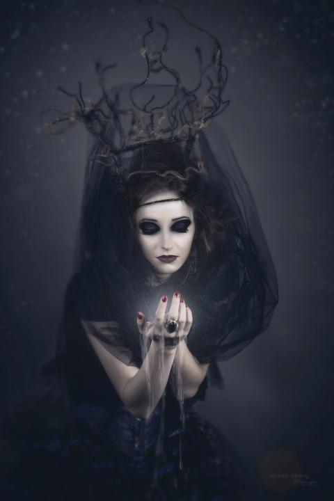 Как стать ведьмой?
