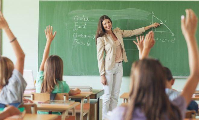 как стать учителем в школе